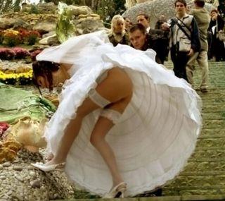 Diese Braut trägt keinen Slip unter dem Hochzeitskleid