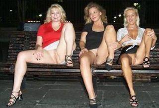 Frauen unten ohne slip