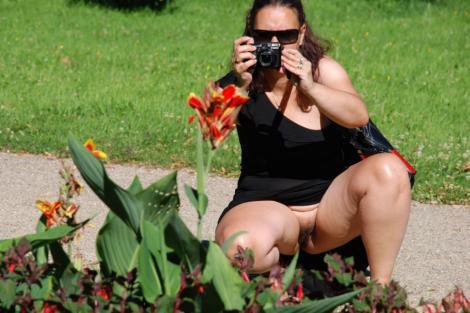 Lady ohne Höschen im Schloßpark Pillnitz, Dresden